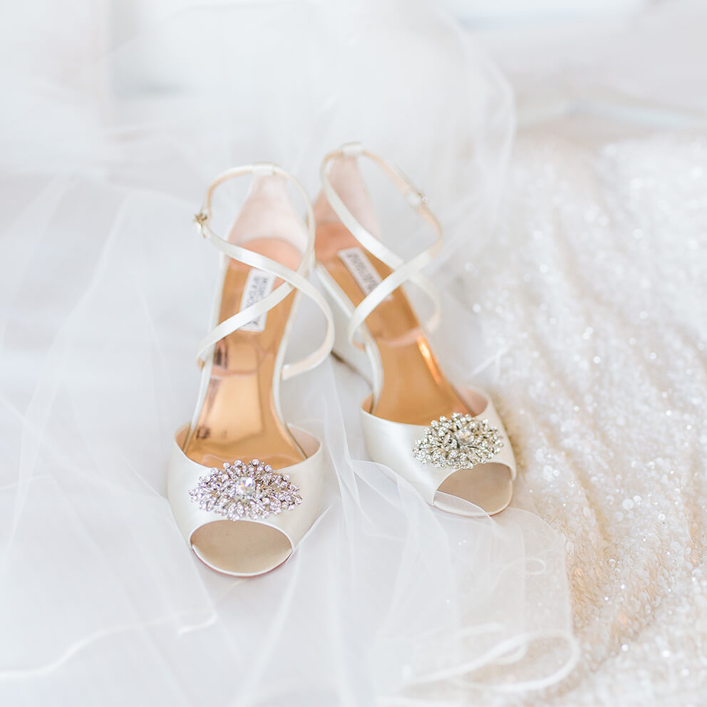 http://avala.bold-themes.com/spring/wp-content/uploads/sites/3/2020/11/wedding_style_square_01.jpg